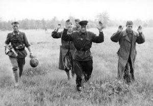 Плененный советский офицер