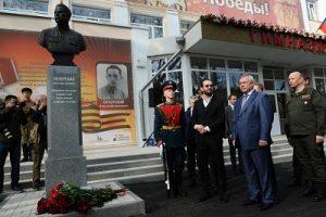 Константин Хабенский открыл памятник прототипу главного героя фильма «Собибор»