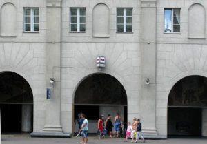 Да в Минске весь Проспект смотрит через ложные масонские окна! Ну и буква «М» опять же кое-что значит…