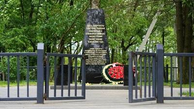 Десятилетиями погибшие евреи значились на табличках «мирными советскими гражданами»