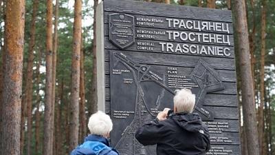 Историки отмечают, что в белорусских школьных учебниках до сих пор нет слова Холокост