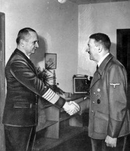 Карл Дёниц и Адольф Гитлер. Фото: Wikipedia / Bundesarchiv
