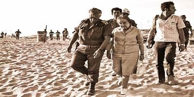 Голда Меир и генерал Ариэль Шарон на Синайском фронте войны Судного дня
