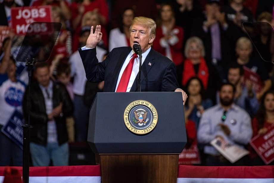 "24 октября 2018 г. Хьюстон, Техас. Дональд Трамп: ""Я националист..."""