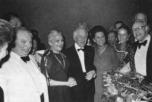 90-летие М. Шагала. Слева направо: скрипач Исаак Штерн, Вава и Марк Шагалы, Галина Вишневская и Мстислав Ростропович (между ними их дочь)