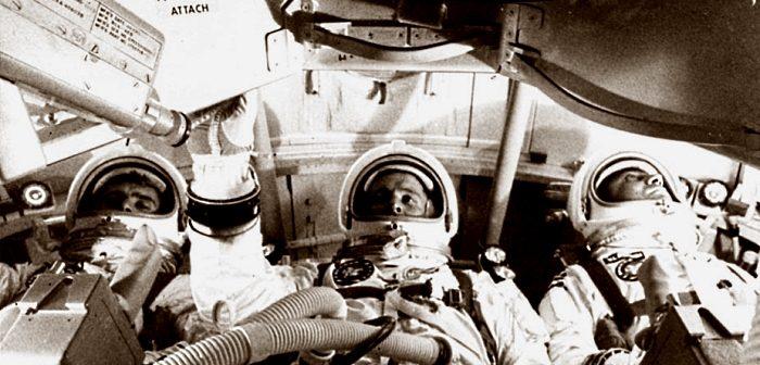 Экипаж Ðполлона-8 (Ñлева напÑаво): УилÑÑм ÐндеÑÑ, ФÑÑнк ÐоÑман и ÐÐ¶ÐµÐ¹Ð¼Ñ Ðовелл