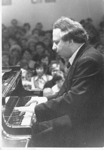 Михаил Бурштин, композитор и пианист, заслуженный деятель культуры Киргизской ССР