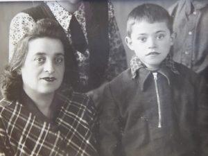 Моя мама – Мара-Гита Баршай и я (Фрунзе,1952 год)