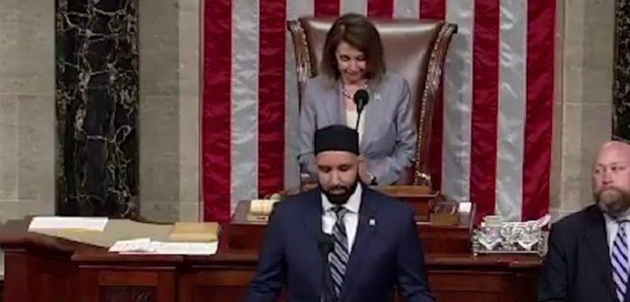 Враг Израиля молится в Палате представителей Конгресса США