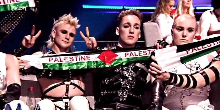 """Исландцы выступают с """"палестинскими"""" флагами"""