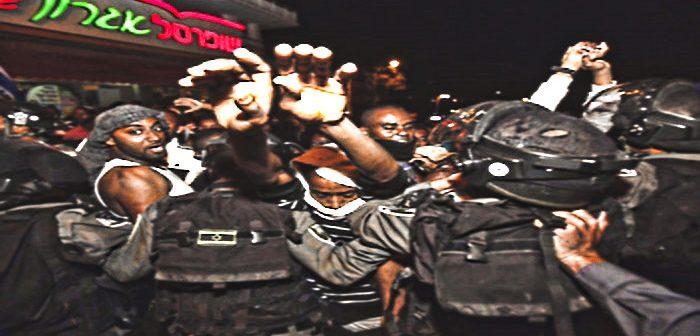 """По данным о беспорядках 2 июля, число пострадавших достигло 150, из них, полицейских - 111. Фотографию же с нападением """"эфиопов"""" на полицейского удалось найти с трудом"""