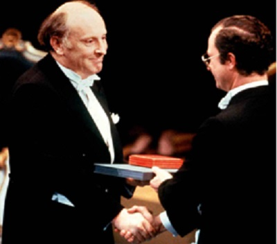 Бродский получает Нобелевскую премию из рук короля Швеции Карла XVI Густава. Стокгольм. 10 декабря 1987 г. Borje Thuresson/AP/East News