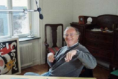 Любимый жест Бродского. Когда он был в хорошем настроении — он изображал зайчика… Фото сделано во время записи программы для шведского телевидения. 1992 г. Bengt Jangfeldt