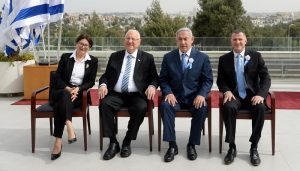 Израильская демократия в лицах - слева направо: председатель Верховного суда Эстер Хают, президент Реувен Ривлин, премьер-министр Биньямин Нетаниягу и спикер Кнессета Юлий Эдельштейн.