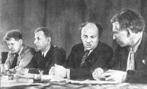 Слева направо: П. Маркиш, Д. Бергельсон, С. Михоэлс, И. Эренбург. Москва, 1941