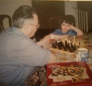 Фото: gапа Анатолий и маленький Джеффри ( Фима) играют в шахматы