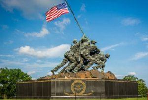«Водружение американского флага на Иводзима» Фото: cdn.civitatis.com