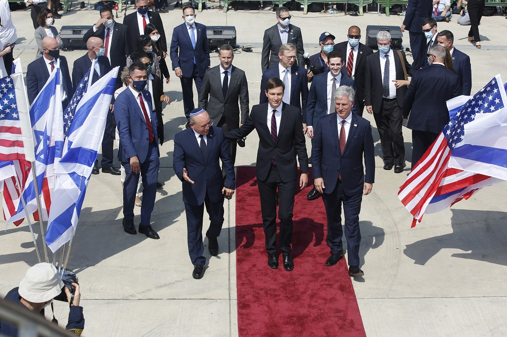 epaselect epa08636853 An Israeli delegation led by National Security Advisor Meir Ben-Shabbat, and U.S. National Security Advisor Robert O'Brien (R) and U.S. President Trump's senior adviser Jared Kushner  (C) board the Israeli flag carrier El Al's airliner as they fly to Abu Dhabi for talks meant to put final touches on the normalisation deal between the United Arab Emirates and Israel, at Ben Gurion International Airport, near Tel Aviv, Israel, 31 August 2020.  EPA/NIR ELIAS / POOL