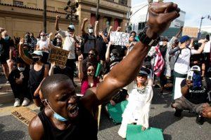 Прогрессивная Америка сегодня. Мирные протесты. Фото: snob.ru