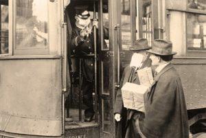 В Сиэтле во время «испанки» пассажиров пускали в трамвай только в защитных масках. 1918 год