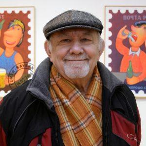 а снимках: художник на фоне своих работ; Фото из личного архива художника.