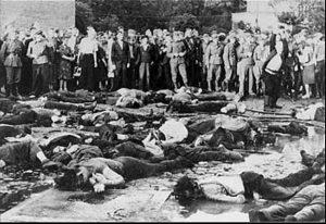 Фото жертв и зрителей погрома