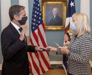 Энтони Блинкен во время принесения присяги на должность Государственного секретаря США. 26 января 2021 Википедия / Ron Przysucha
