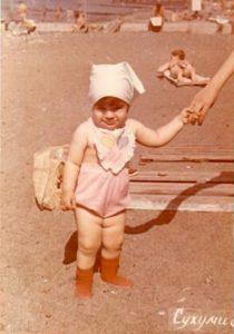 Дочка Дина, Сухуми, 1983 год