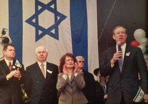 Ралли в поддержку Израиля. 28 февраля 2002. С Губернатором Штата Патаки, Лидией и Валерием Вайнберг.