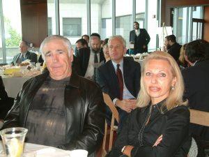 Многое повидали в те годы Тони и Элла Айзенберг (Между ними на фото - Марк Грин).