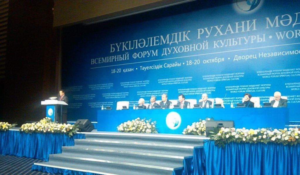Конференция в столице Казахстана Астане. На трибуне И. Кобзон. Справа - имам Рауф.