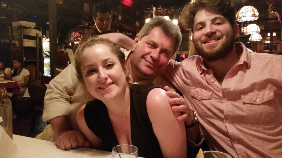 С дочерью Ребеккой и сыном Джонатаном