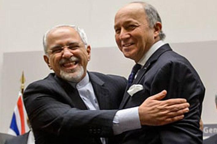Министр иностранных дел  Ирана Мохаммад Джавад Зариф (слева) ликует