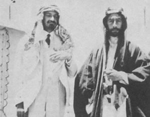 Хаим Вейцман (слева, в арабской традиционной одежде) и эмир Фейсал I