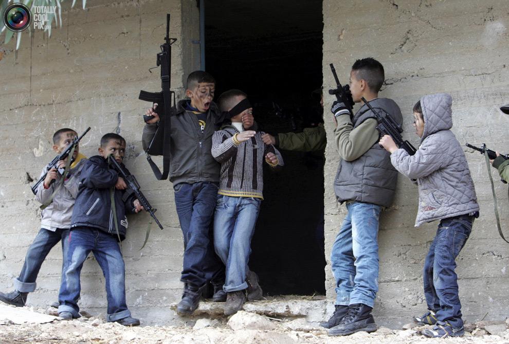 Так играют дети в Палестинской автономии
