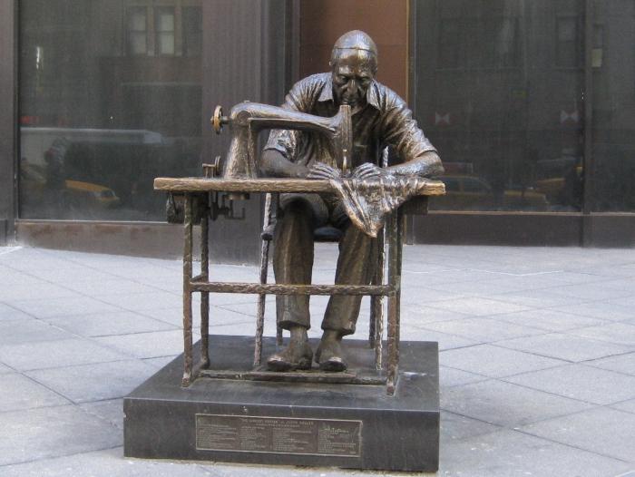 Памятник еврею-портному