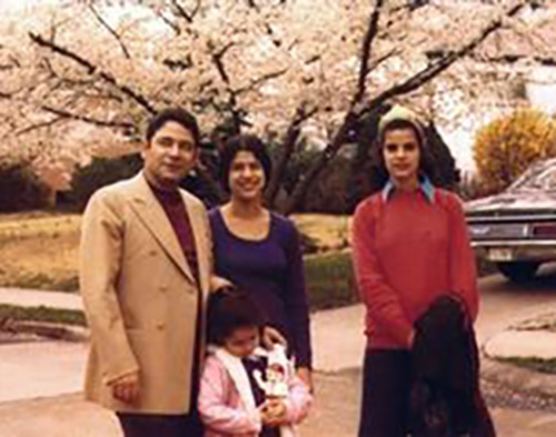 Джо Алон с женой и дочерьми