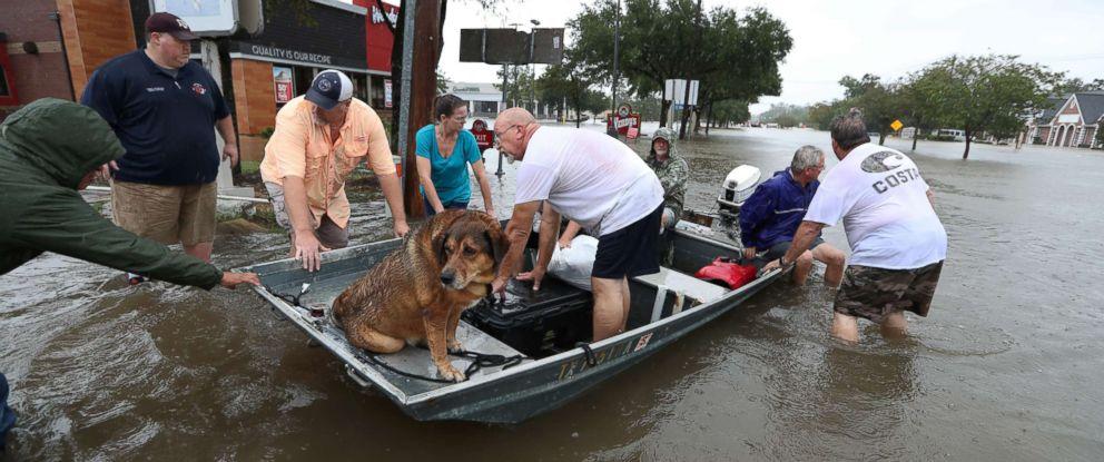 harvey-main-hurricane-harvey-rescue-boats-ap-jt-170827_12x5_992