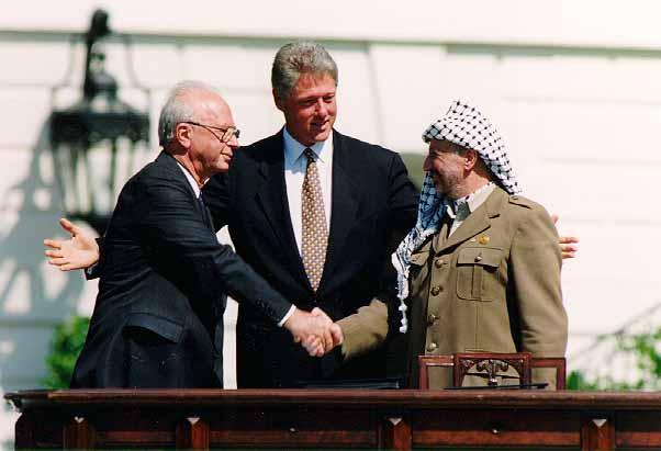 bill_clinton-_yitzhak_rabin-_yasser_arafat_at_the_white_house_1993-09-13
