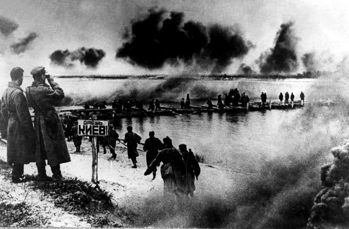 Red Army crossing Dnieper to liberate Kyiv from German forces, 1943