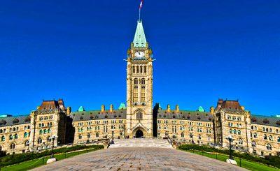 Здание канадского парламента в Оттаве